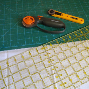 how to use a quilting ruler featured