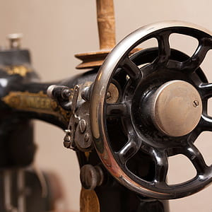 sewing machine handwheel hard to turn featured
